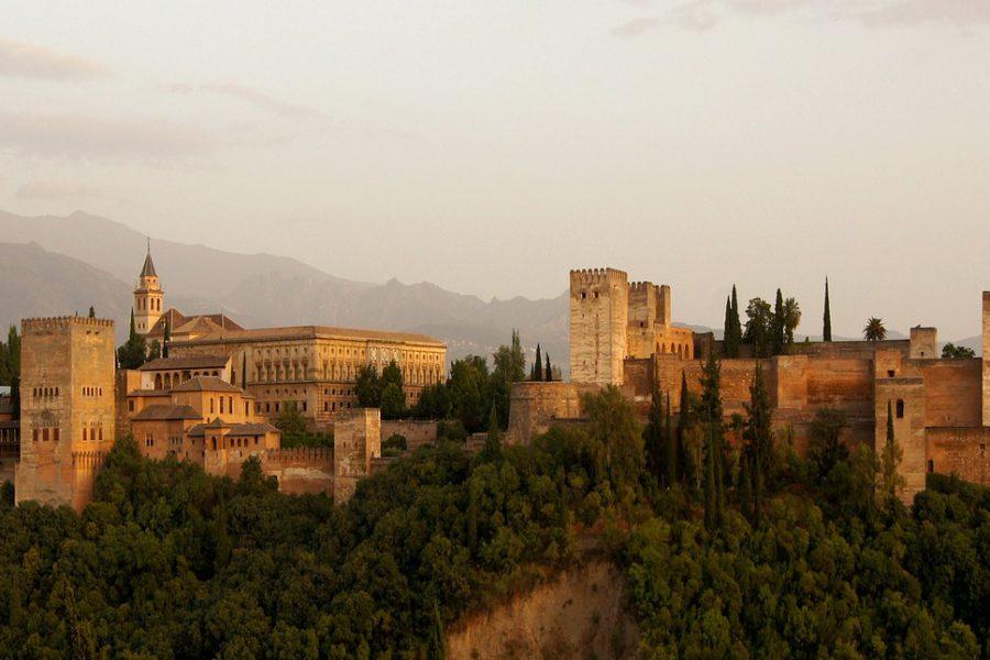 Alhambra – warowny zespół pałacowy w Grenadzie