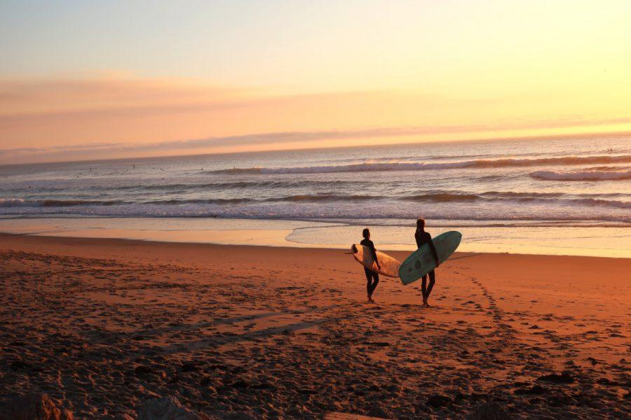 Jak chronić się przed słońcem podczas surfowania na wakacjach?